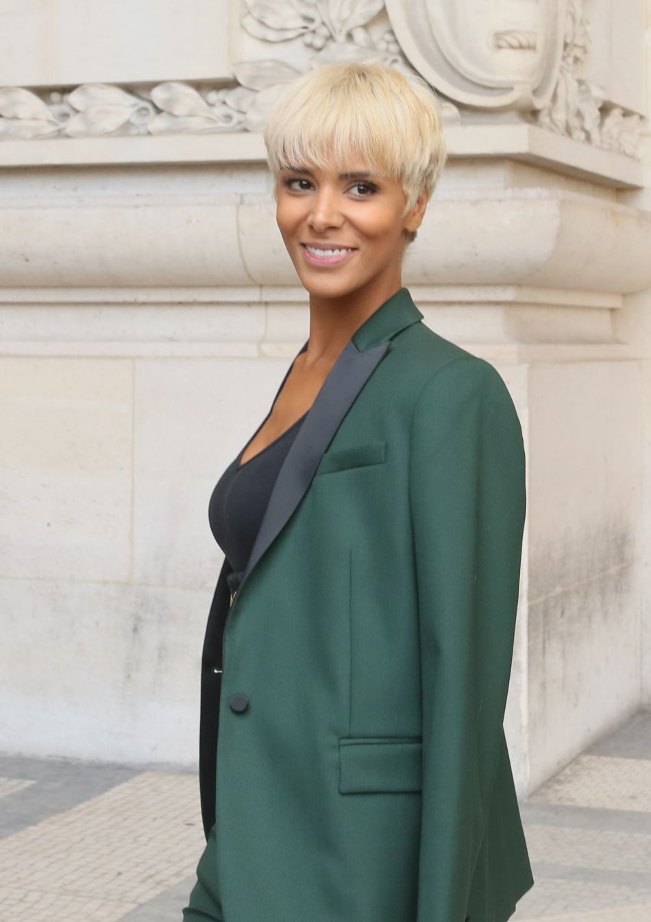 Shy'm avait opté pour un look androgyne et pointu pour cette Fashion Week parisienne.