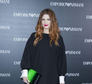 Élodie Frégé assiste au défilé de mode Giorgio Armani collection prêt-à-porter Printemps-Eté 2017 lors de la Fashion Week de Paris, le 3 octobre.