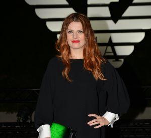 Elodie Frégé, sublime en total look noir au défilé Printemps-Eté 2017 d'Armani.