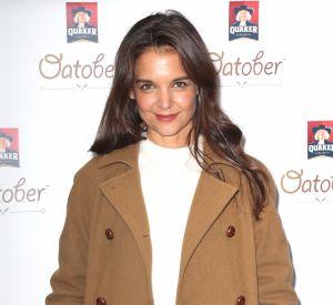 Katie Holmes est prête pour l'hiver dans ce classique et chic manteau beige.