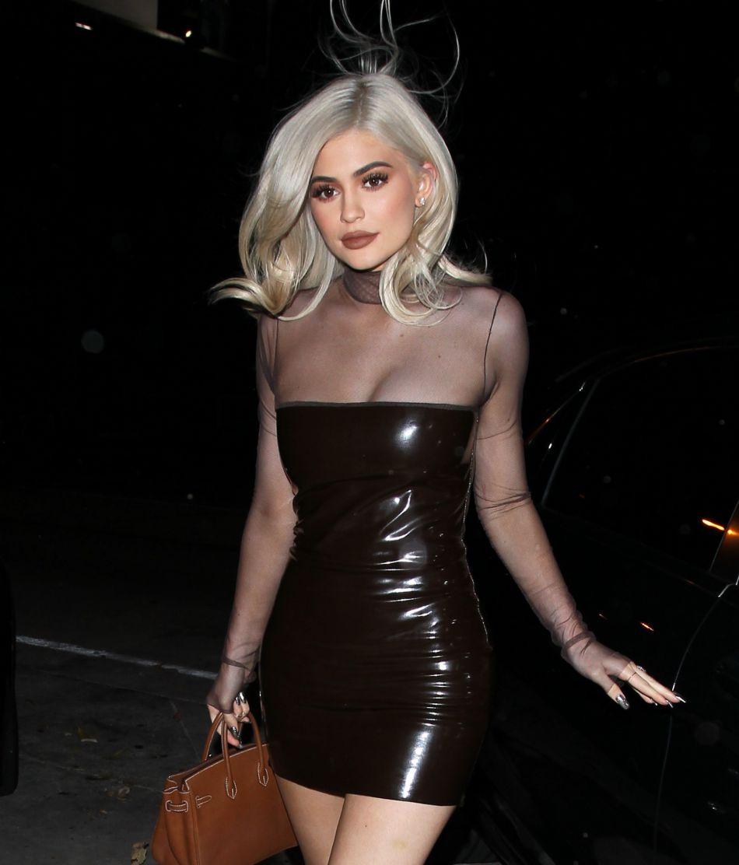 Kylie Jenner ne compte pas se taire ni abandonner les clichés sexy malgré l'agression de sa demi-soeur.