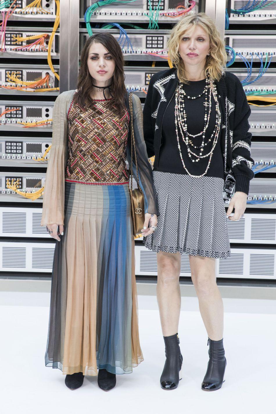 Chanel printemps-été 2017 : Courtney Love a assisté au défilé avec sa fille, Frances Bean Cobain.