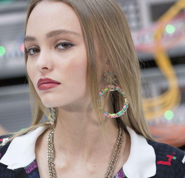 Lily-Rose Depp, magnétique au Chanel printemps-été 2017.