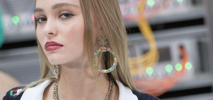 Lily-Rose Depp reine du frow row du défilé Chanel à Paris
