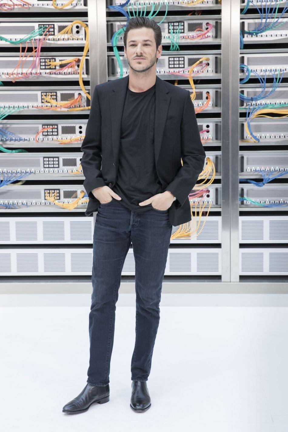 Gaspard Ulliel, sobre et chic à la fois chez Chanel.