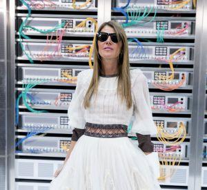 Chanel printemps-été 2017 : Anna Dello Russo, princesse immaculée.