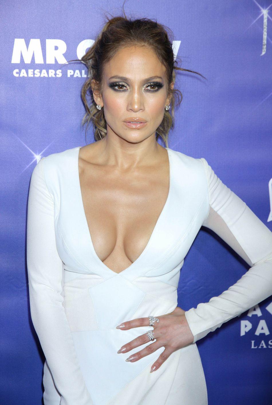 Jennifer Lopez toujours aussi hot à 47 ans.