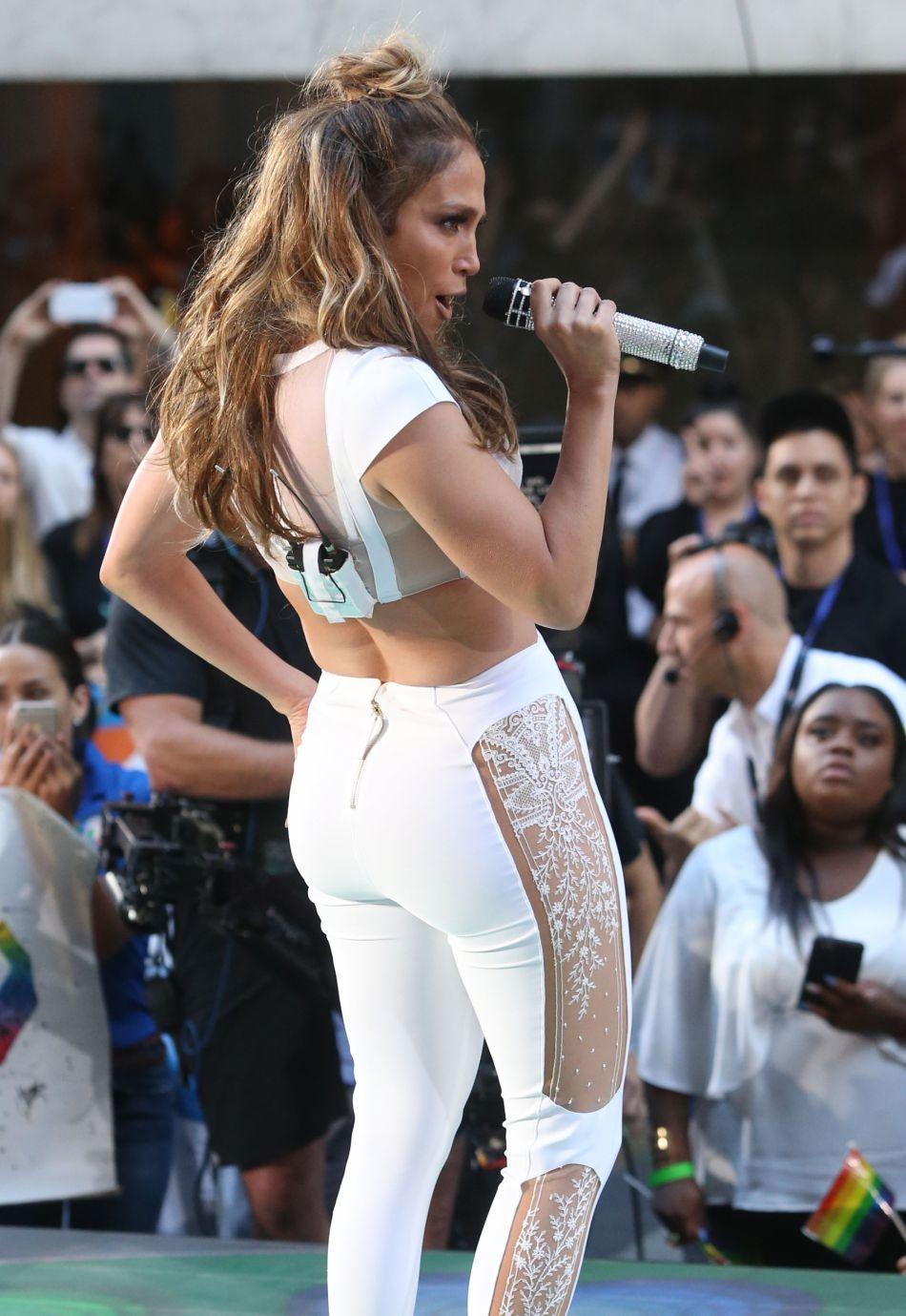 Jennifer Lopez canon elle affiche ses formes sur le réseau social.