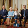 Même pour les photos les plus officielles, George est en short.