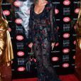 Malika Ménard sort le grand jeu pour le show de la créatrice de lingerie fine Chantal Thomass au Crazy Horse.