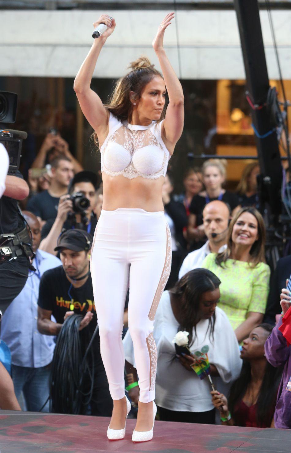 La chanteuse assure aussi une série de concerts en résidence à Las Vegas jusqu'en 2017.
