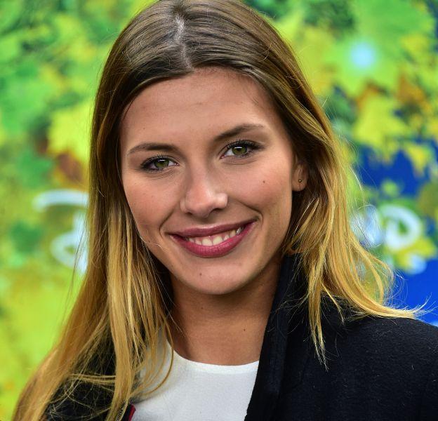 Camille Cerf affiche son plus beau sourire sur Instagram.