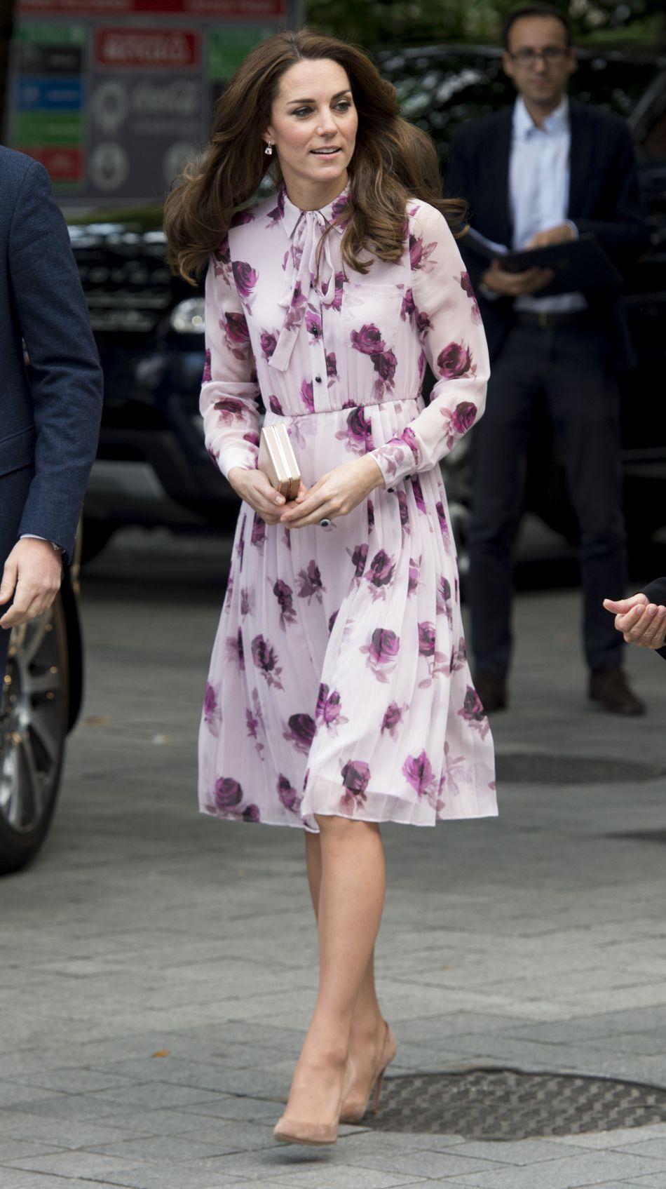 Kate Middleton a misé sur une robe rose et fleurie.