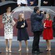 La Reine Letizia portait pour l'occasion une robe du couturier Felipe Varela.