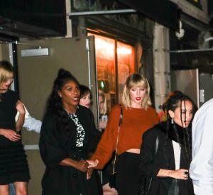 La pop star est allée dîner avec plusieurs copines dont Serena Williams.