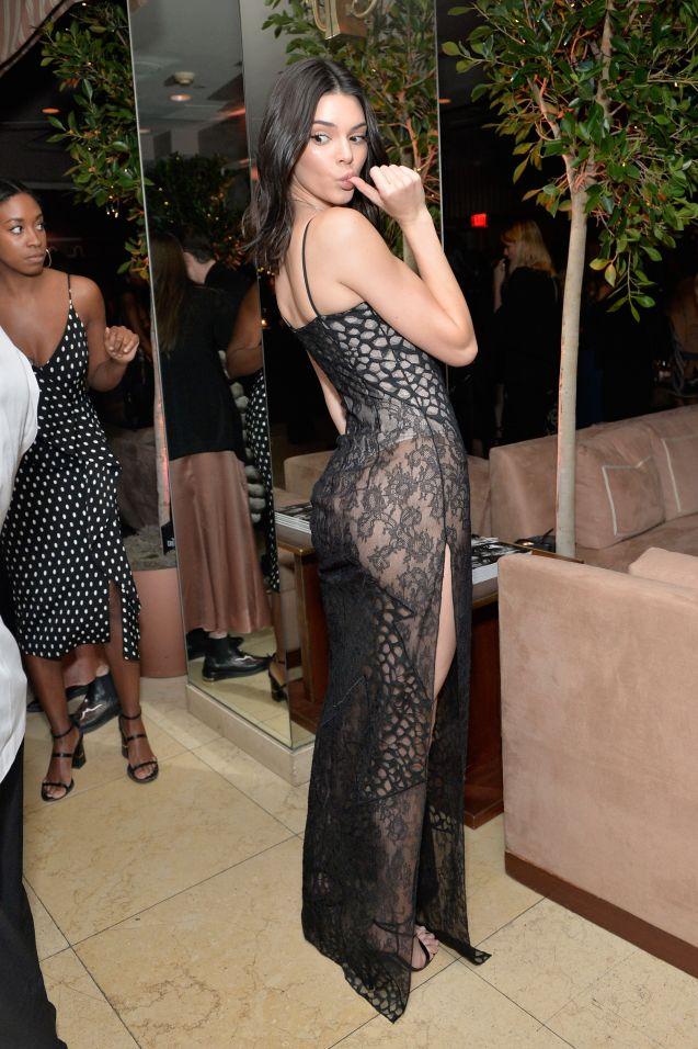 Kendall Jenner mise sur une robe très sexy, signée La Perla, pour fêter le 150e anniversaire d' Harper's Bazaar .