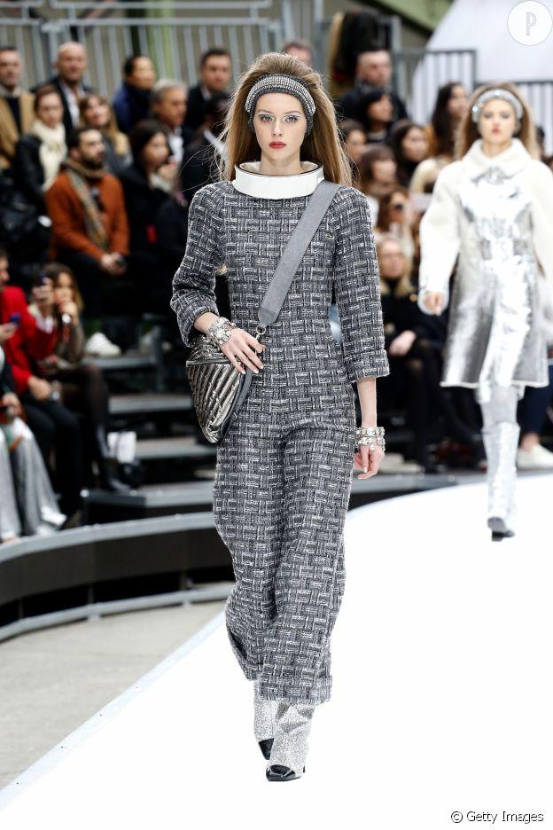 Chanel entre dans une nouvelle ère : celle de la combinaison en tweed.