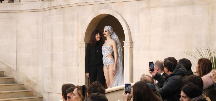 Mais pourquoi Karl n'a pas salué à la fin du défilé Chanel ?