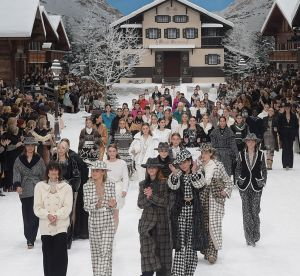 Tout ce qu'il fallait retenir du dernier défilé Chanel par Karl Lagerfeld