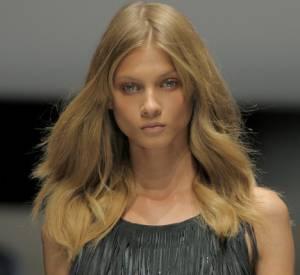 Anna est l'image féline et envoutante du nouveau parfum Yves Saint Laurent.