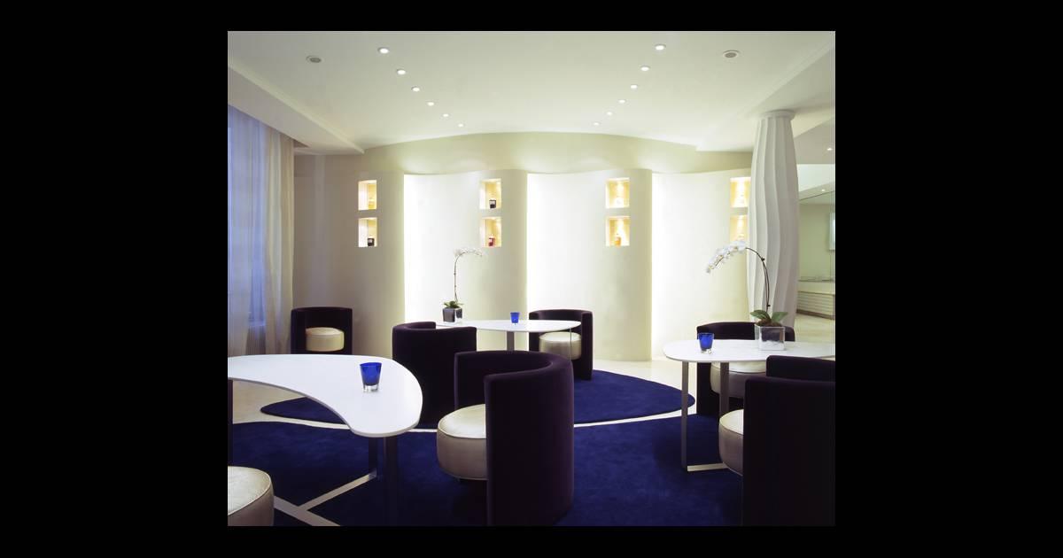 on ira d sormais aussi pour le plaisir d 39 admirer le d cor tout blanc bleu et or et le nouveau. Black Bedroom Furniture Sets. Home Design Ideas