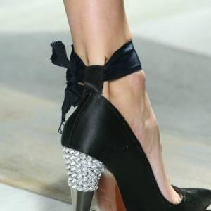Diamonds are the shoes best friend. Pour [people=2093]Alber Elbaz[/people], la chaussure est Couture et le talon est bijoux.