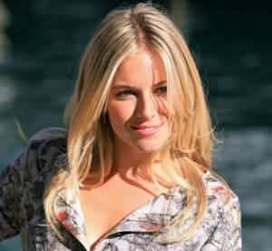 Sienna Miller, estivale en mini robe fleurie