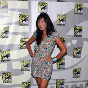 [people=2426]Lindsay Price[/people] a foulé le red carpet de la convention Comic Con en petite robe à fleurs [brand=1294]Dolce & Gabbana[/brand]. Bracelet turquoise et escarpins nude, l'actrice a soufflé un vent de fraicheur sur cette semaine de tapis rouge.
