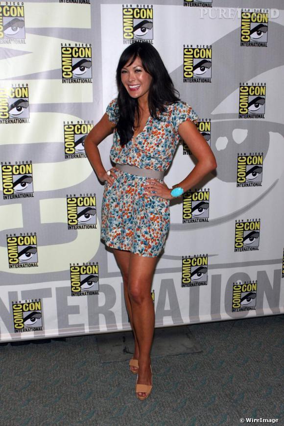 [people=2426] Lindsay Price [/people]  a foulé le red carpet de la convention Comic Con en petite robe à fleurs  [brand=1294] Dolce & Gabbana [/brand] . Bracelet turquoise et escarpins nude, l'actrice a soufflé un vent de fraicheur sur cette semaine de tapis rouge.