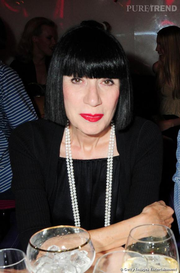 Carré noir corbeau imperturbable, teint diaphane, lèvres incendiaires... Chantal Thomass est resté fidèle à son look retro à la Louise Brooks.