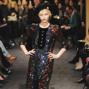 Défilé Sonia Rykiel  Automne Hiver 2009-2010  Sonia Rykiel , reine du strass, habille la Parisienne de robes étincelantes et colorées.