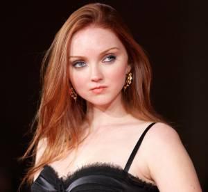 Lily Cole, vampirisante en robe fourreau