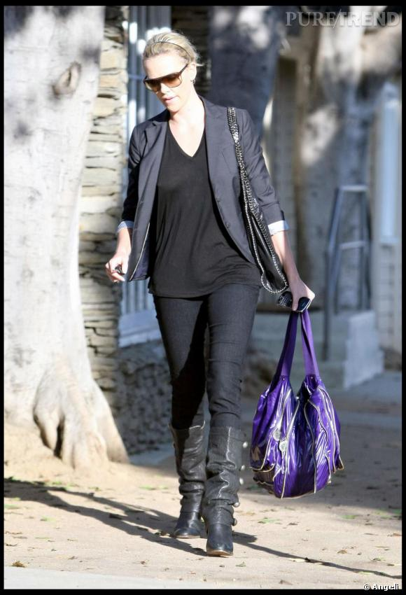 Charlize Theron dans les rues de Hollywood