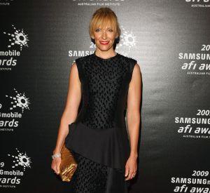 Toni Collette dans une robe pas des plus glamours aux AFI Awards.
