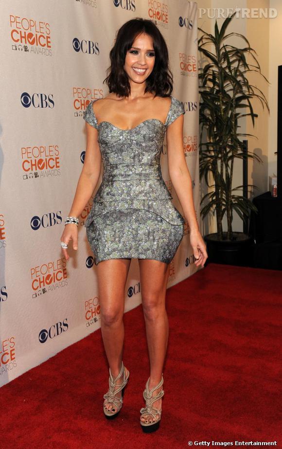 Jessica Alba sur le tapis rouge des People's Choice Awards à Los Angeles