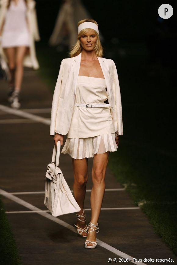 Défilé Hermès - Eva Herzigova - Paris Printemps Eté 2010