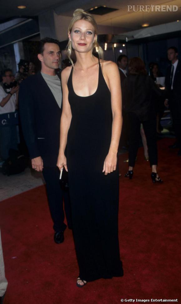 Gwyneth Paltrow, longue robe noire et maquillage prononcé, nous sommes en 1996