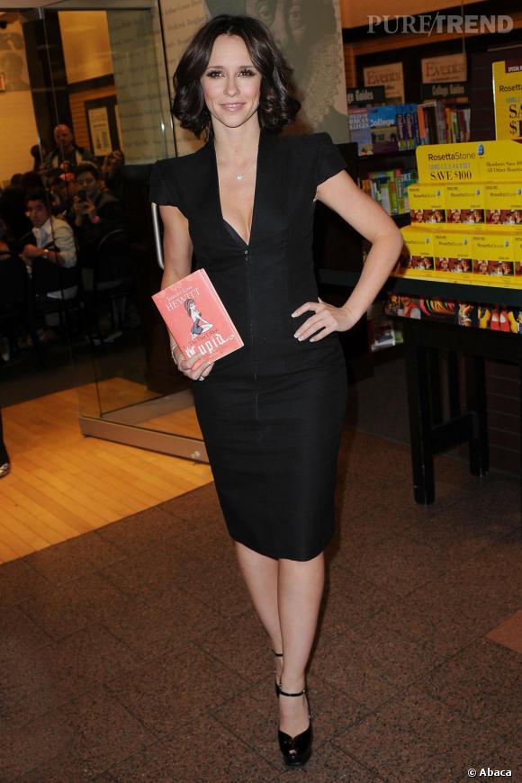 Jennifer Love Hewitt, dans un look de pin up moderne
