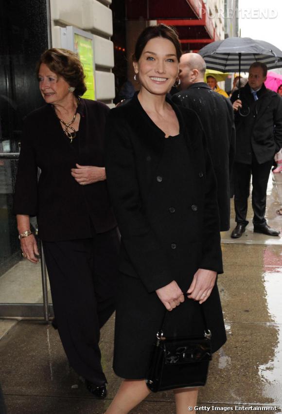 Carla Bruni visite les bureaux de l'Alliance Française à New-York