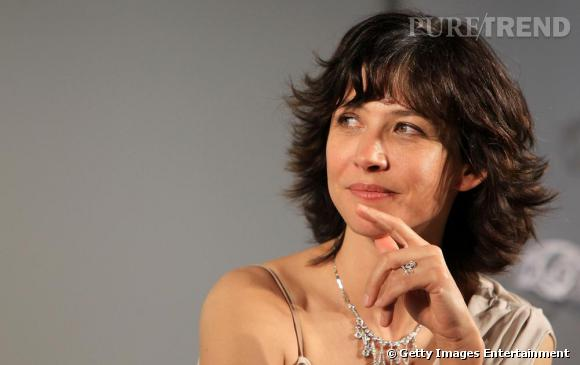 Sophie Marceau porte des bijoux Chaumet.
