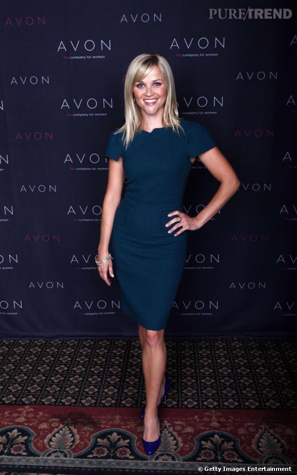 Voici le type de robes le plus souvent arborées par Reese : droite, cintrée et au genou, pour un chic basique à l'américaine