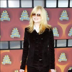 Blonde, pudique, Nicole a bien changé un an seulement après ses robes transparentes. Un petit air à Meg Ryan ?
