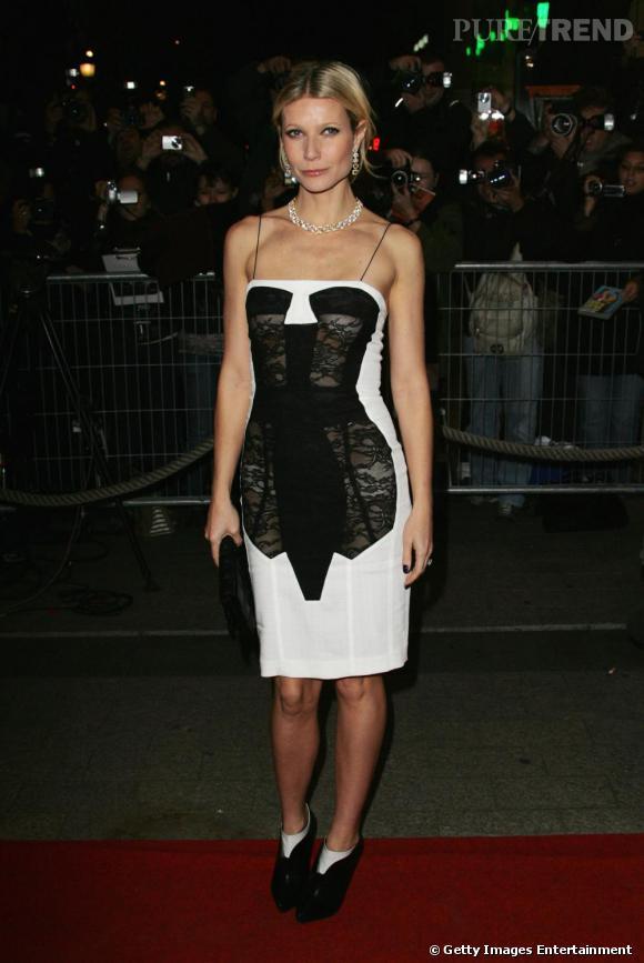 On ne trouve pas beaucoup de couleurs dans la garde robe de Gwyneth Paltrow. Elle leur préfère le noir et le blanc !