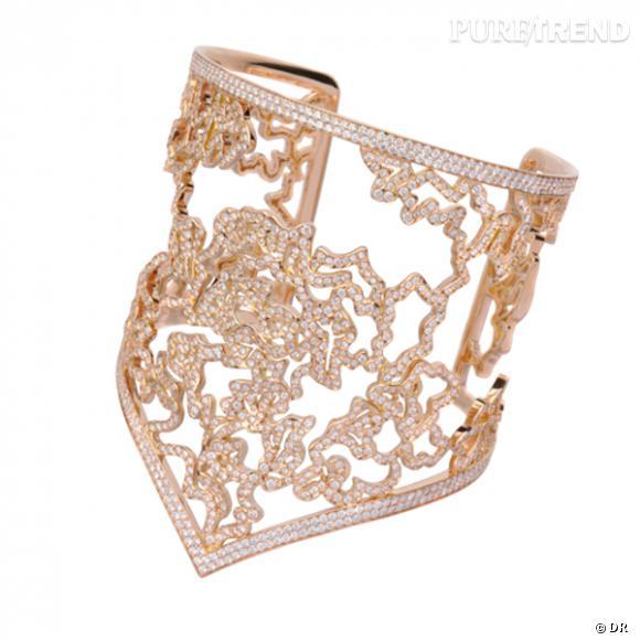 Manchette Nérée, Repossi        Bracelet en or jaune pavé de diamants.    Prix sur demande