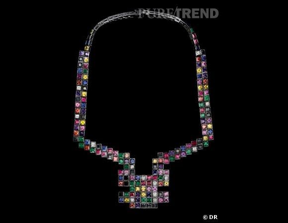 """Collier """"Random"""" Solange Azagury-Partridge       Collier en or blanc serti de diamants, émeraudes, saphirs, rubis, et opales de feu.    Prix sur demande."""