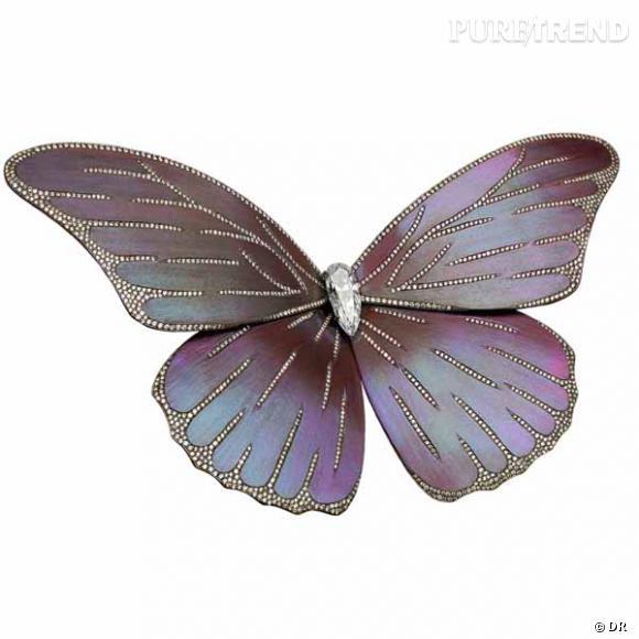 """Broche """"Papillon"""" Etername      Broche en titane, diamant Poire (au centre) de 2,50 carats, et 3,36 carats de diamants en pavage.    Prix sur demande"""
