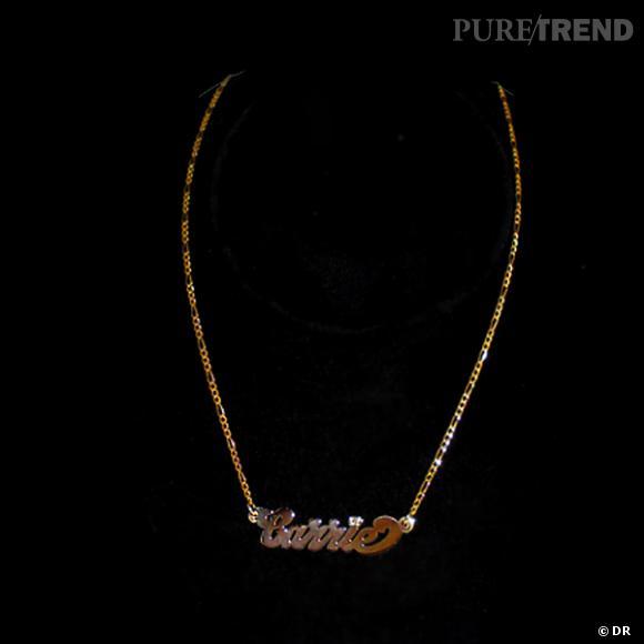 """Collier """"Carrie"""", Patricia Field      Collier prénom, disponible en or blanc ou or jaune, avec ou sans diamants, et de plusieurs longueurs.    Prix :  à parir de 120€"""