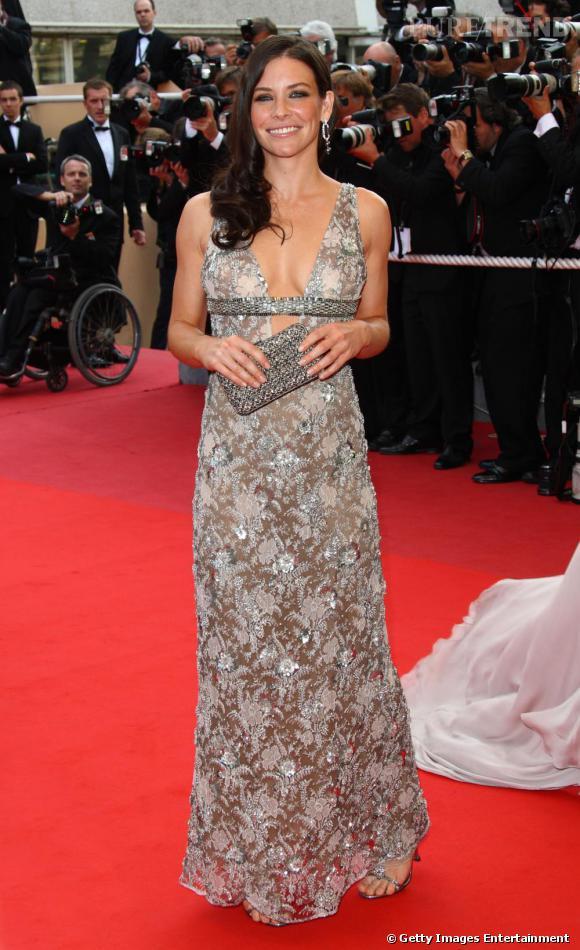 Evangeline attire tous les regards en robe à sequins lors du Festival de Cannes 2009