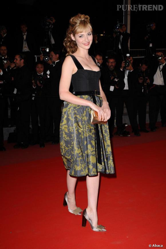 Toujours aussi divine, Louise Bourgoin est restée fidèle à Louis Vuitton sur le tapis rouge cannois lors de la première de Certified Copy.