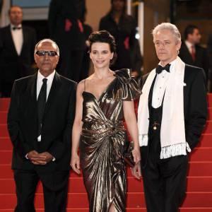 Après son photocall en combinaison Givenchy, Juliette Binoche a choisi Lanvin pour fouler le tapis rouge.